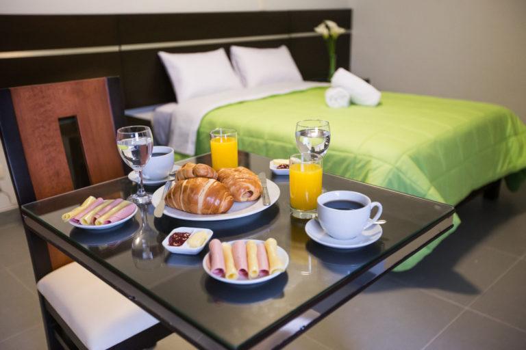 Servicio de comida y bebidas de hotel Mariategui