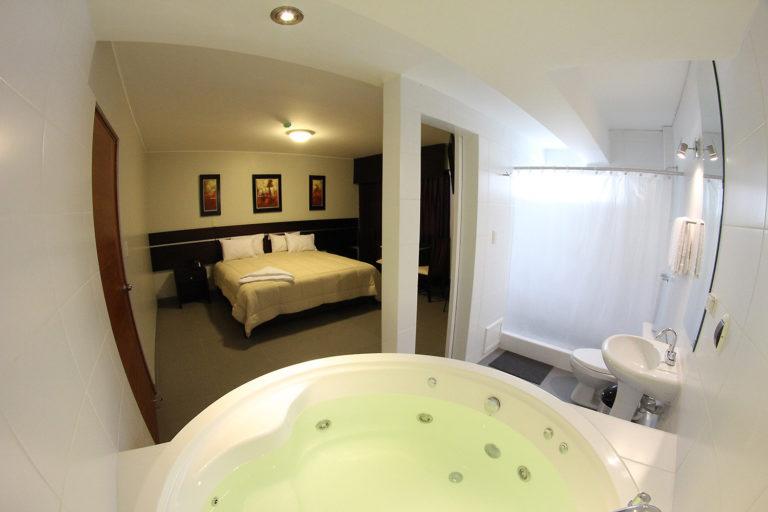 Suite con jacuzzi e hidromasajes de Hotel Mariategui